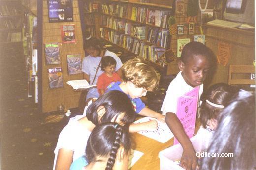 http://www.odlican.com/d/2360-9/U+djecijoj+biblioteci+vrijeme+je+za+crtanje.jpg