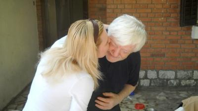 http://www.odlican.com/d/8977-2/Naklon+i+poljubac.jpg