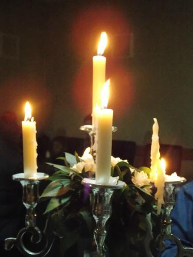 upalimo svecu nade...